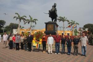 Alcalde ofrenda floral Simon Bolivar