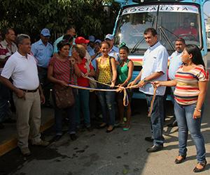 Alcaldía de Vargas incorpora unidad de transporte a ruta Catia La Mar- La Esperanza