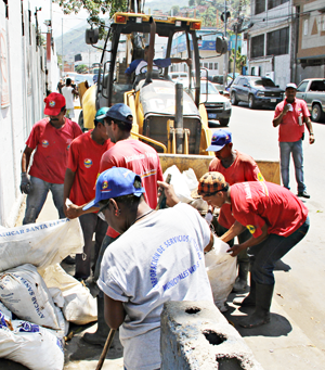 Recolección de escombros en Pariata