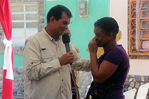 Alcalde Toledo entrega 24 transferencias económicas en Caruao