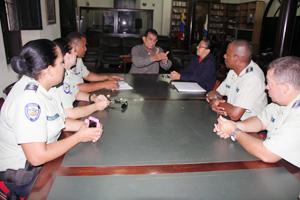 Alcalde Toledo se reúne con policía comunal