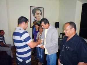 Alcalde del Municipio Vargas, entregando las transferencias socio productivas