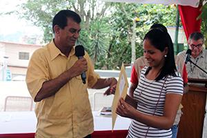 666 mil 276 bolívares transfiero el Alcalde del Municipio Vargas, Alexis Toledo, a 28 familias de la parroquia Carayaca para la  reparaciones integral de vivienda