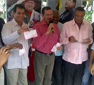 Alcalde Alexis Toledo donó un día de salario para la Revolución Bolivariana