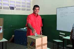 Alcalde Toledo participa en simulacro electoral