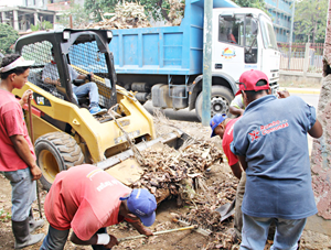 Recogieron escombros y cachivaches en Guaracarumbo