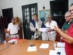 Alcalde entrega proyecto de presupuesto 2014 ante la Cámara