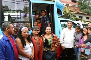 Alcalde Toledo incorporó dos nuevas unidades a la Ruta Municipal Socialista