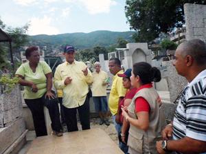 El Alcalde Alexis Toledo, estuvo acompañado por la Directora Planificación y Desarrollo Yrides Jáuregui, la Directora de la Corporación de Servicios, Yaqueline Rivera y otros miembros del Gabinete Municipal