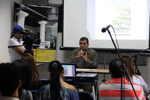 Alcalde del Municipio Vargas, realizando la ponencia
