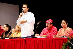 Alcalde del Municipio Vargas, Alexis Toledo, durante la asamblea de trabajadores, empleados y obreros