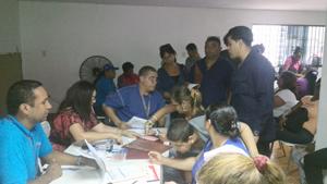 96 emprendedores y emprendedoras comunitarias de Catia La Mar firmaron sus asignaciones del contrato bancario para sus microcréditos