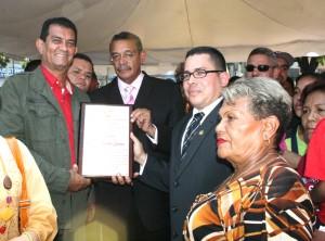 Alcalde Toledo también recibió reconocimiento de parte de la Cámara Municipal por su loable labor en pro de las comunidades